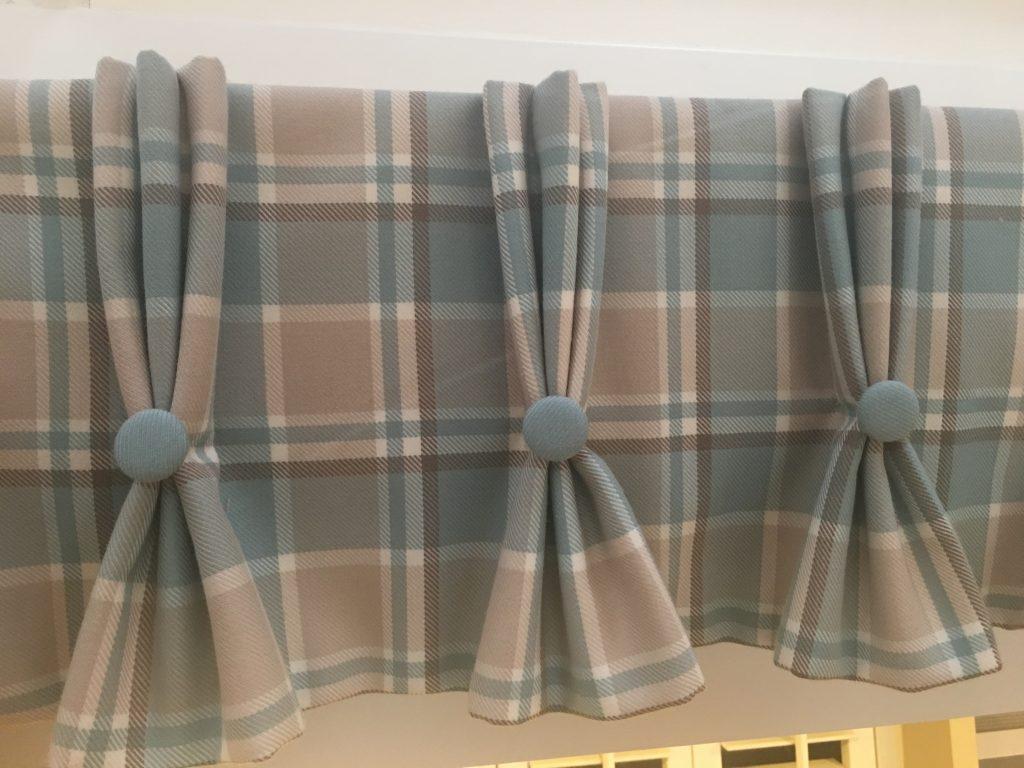 triple pinch pleat curtain heading example